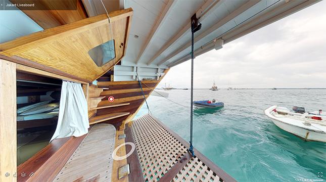 最後部キャビン(船室)の窓を開くことができるのが、インドネシア式帆船(ピニシ・スクーナー)の特徴です。